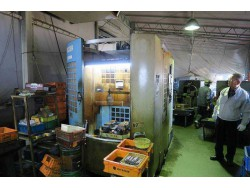 """Kiwa"" Twin Pallet Cnc Vertical Machining Center  Model  D433R Year 1998 Control Fanuc 21-M Table Size : 400 mm x 350mm 2 Pallet Stroke : X430mm Y350mm Z250mm BT-40  20-ATC"