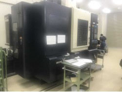 """Makino"" Cnc Machining Center Year  1997 Model  A55 Control  Professional 3 (Fanuc 16iMB) Work table size: 1,000x500 mm X axis travel: 900 mm Y axis travel: 500 mm Z axis travel: 450 mm Spindle :  Bt-40 Spindle speed: 50~14,000 rpm"