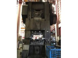 Forging press 300 T Maker : okamoto